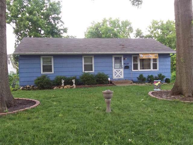 9220 W 80th Street, Overland Park, KS 66204 (#2170973) :: Dani Beyer Real Estate