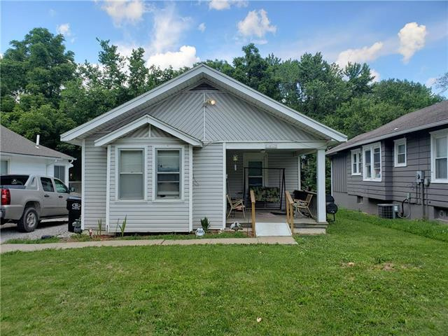 1412 W College Street, Independence, MO 64050 (#2171208) :: Clemons Home Team/ReMax Innovations