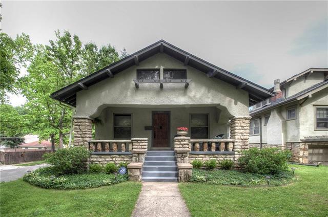 5801 Charlotte Street, Kansas City, MO 64110 (#2171228) :: Kansas City Homes