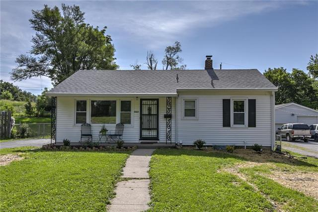 5407 N Garfield Avenue, Kansas City, MO 64118 (#2171240) :: House of Couse Group
