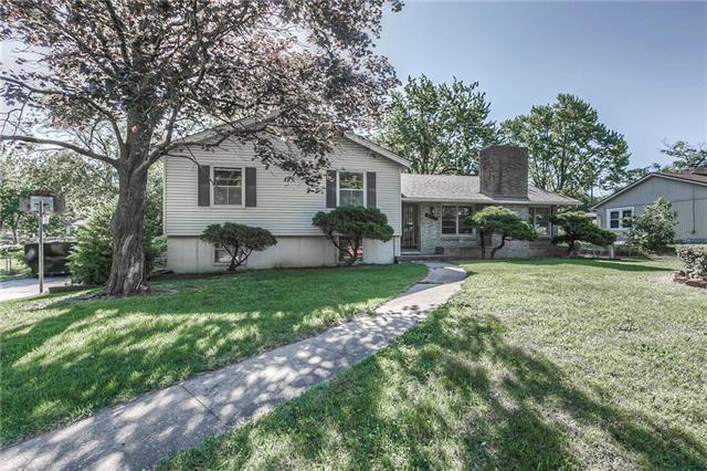 6153 NE Village Lane, Oakwood Park, MO 64118 (#2171316) :: Kansas City Homes