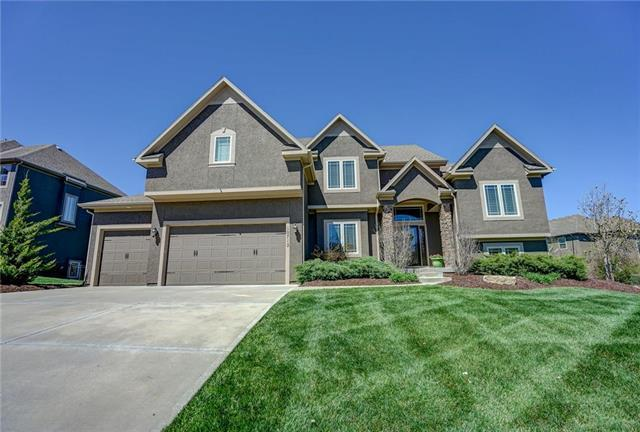 10712 W 169 Street, Overland Park, KS 66062 (#2171455) :: House of Couse Group