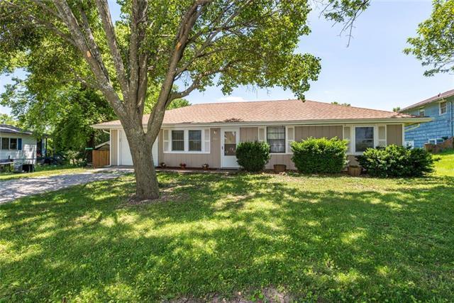 901 W Gambrell Street, Greenwood, MO 64034 (#2171528) :: No Borders Real Estate