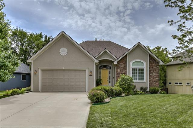 5900 N Ames Avenue, Kansas City, MO 64151 (#2171564) :: House of Couse Group