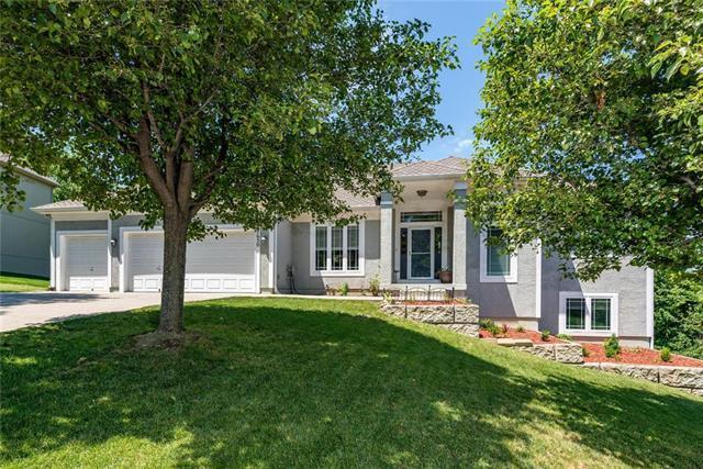 7650 Forest Park Drive, Shawnee, KS 66217 (#2171570) :: NestWork Homes