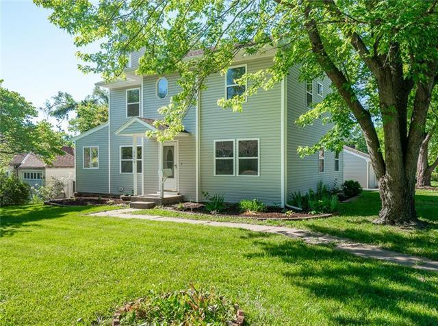 5319 W 51ST Street, Roeland Park, KS 66205 (#2171597) :: House of Couse Group