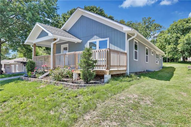 7748 Parallel Parkway, Kansas City, KS 66112 (#2171620) :: Clemons Home Team/ReMax Innovations
