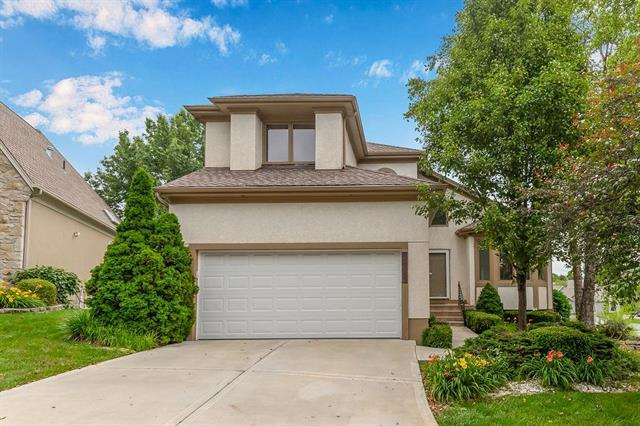 12205 Ash Street, Overland Park, KS 66209 (#2171624) :: Clemons Home Team/ReMax Innovations