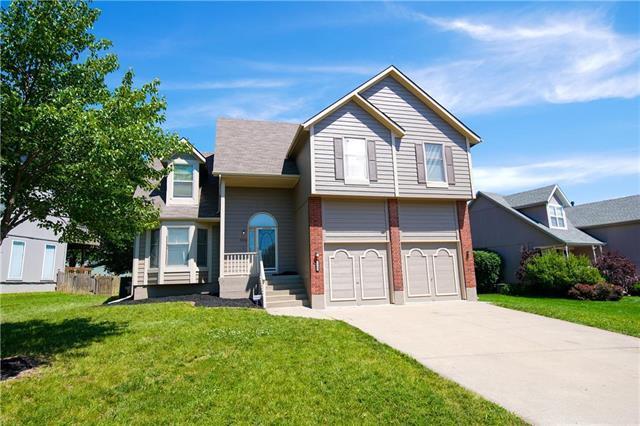 5300 Scenic Drive, Lee's Summit, MO 64064 (#2171634) :: NestWork Homes