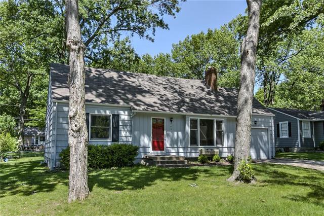 7052 Granada Road, Prairie Village, KS 66208 (#2171682) :: NestWork Homes