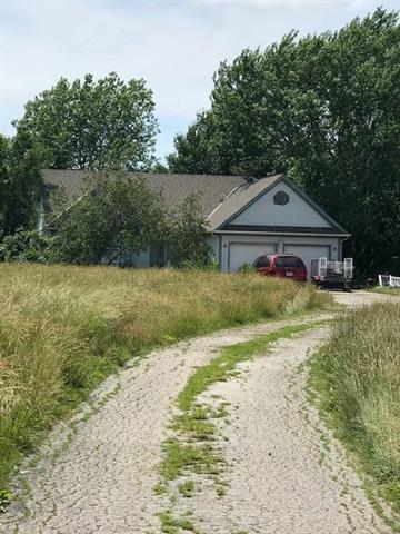 12970 Lakeshore Drive, Olathe, KS 66061 (#2171685) :: NestWork Homes