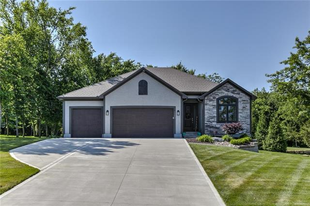 1304 SE Woodbine Drive, Blue Springs, MO 64014 (#2171690) :: House of Couse Group