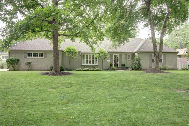 9005 Pawnee Lane, Leawood, KS 66206 (#2171692) :: No Borders Real Estate