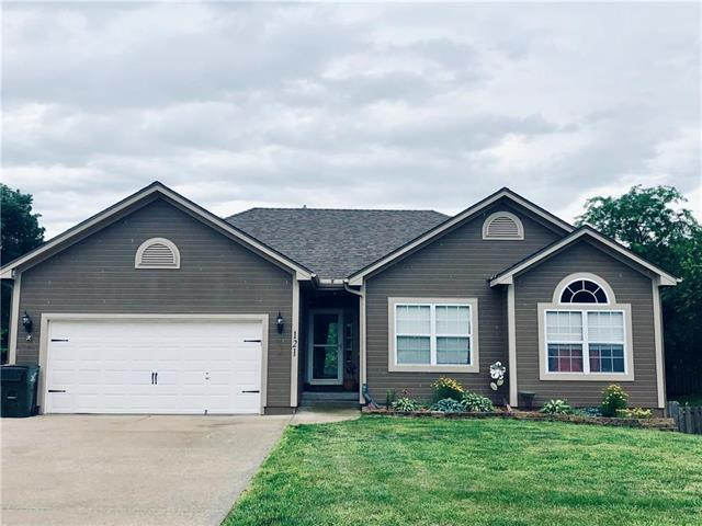 121 E Whispering Hills Boulevard, Lone Jack, MO 64070 (#2171733) :: House of Couse Group