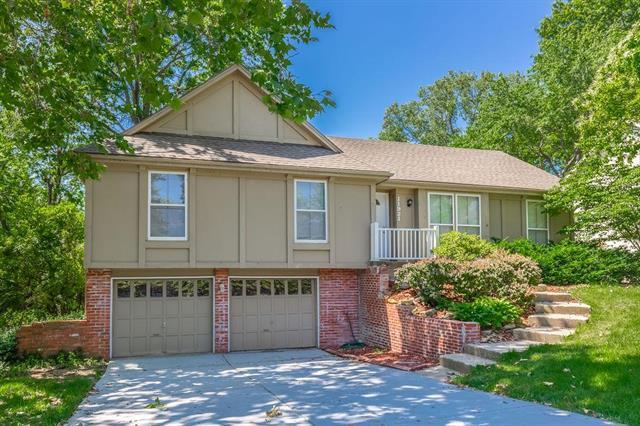 11921 W 99th Street, Lenexa, KS 66215 (#2171761) :: Eric Craig Real Estate Team