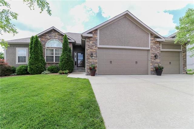 2813 NE Marywood Lane, Lee's Summit, MO 64086 (#2171808) :: No Borders Real Estate