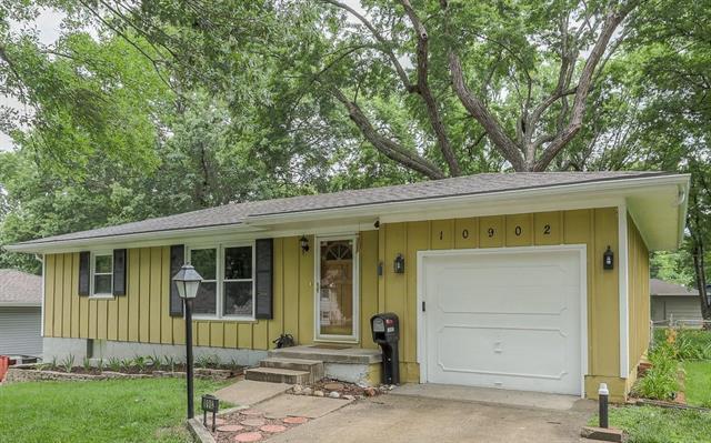 10902 W 72nd Terrace, Shawnee, KS 66203 (#2171816) :: NestWork Homes