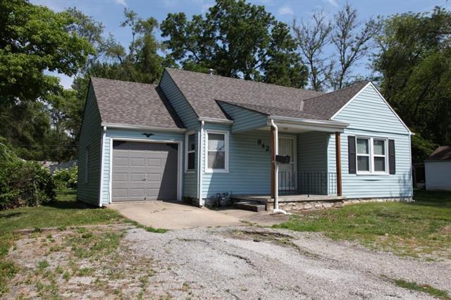 8421 Blue Ridge Boulevard, Kansas City, MO 64138 (#2171831) :: NestWork Homes