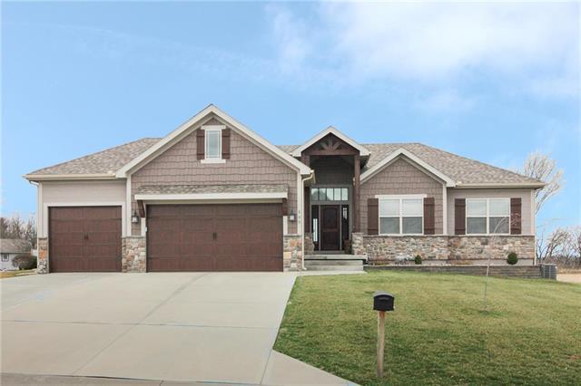800 N Walnut Lane, Lone Jack, MO 64070 (#2171864) :: NestWork Homes
