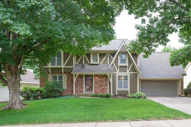 10400 Oakmont Street, Overland Park, KS 66215 (#2171872) :: No Borders Real Estate