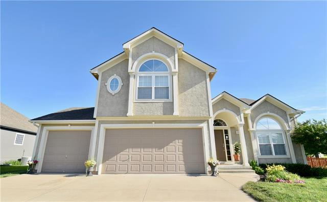 1002 NW Pecan Drive, Grain Valley, MO 64029 (#2171886) :: House of Couse Group