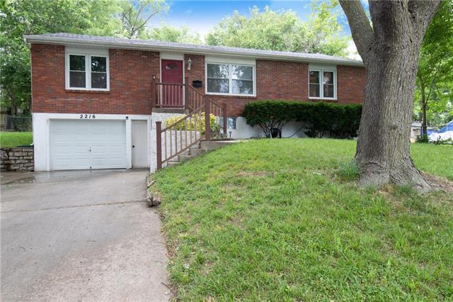 2216 S Cedar Avenue, Independence, MO 64052 (#2171902) :: Team Real Estate