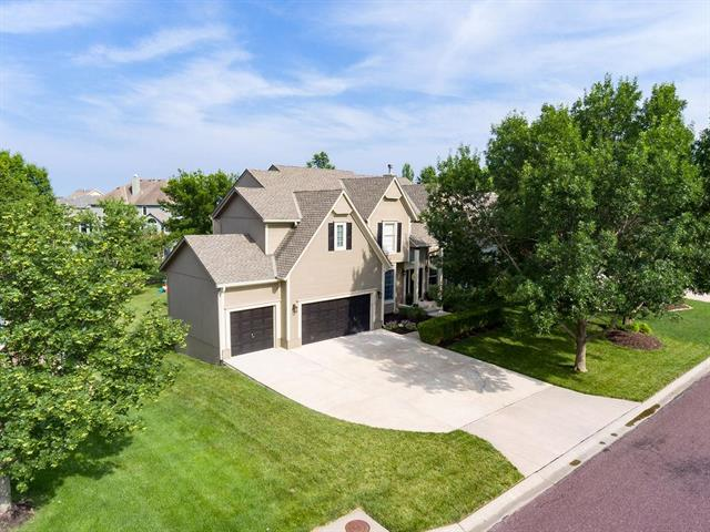 15513 Woodward Street, Overland Park, KS 66223 (#2171930) :: Team Real Estate