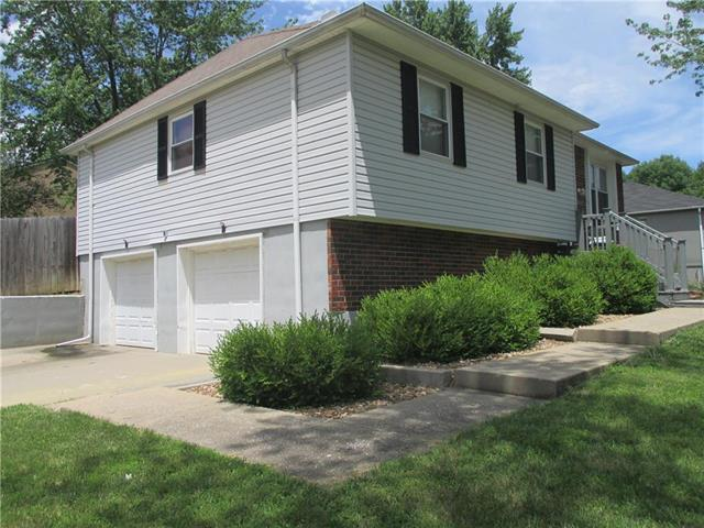2615 NW Castle Drive, Blue Springs, MO 64015 (#2172080) :: No Borders Real Estate