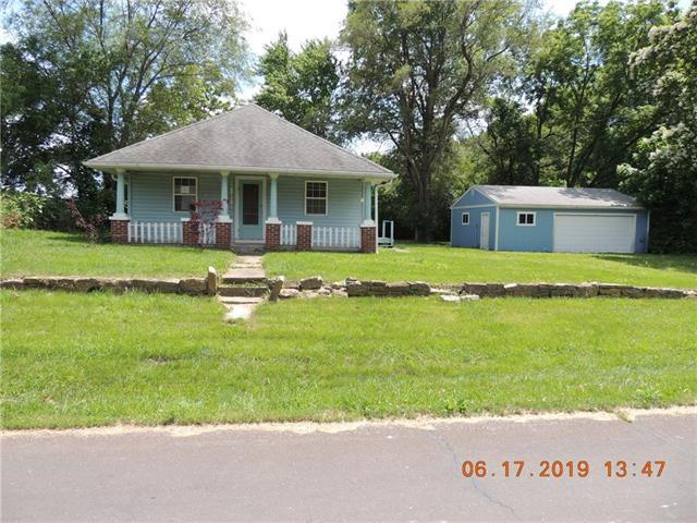 125 South Street, Lathrop, MO 64465 (#2172110) :: DHG Network
