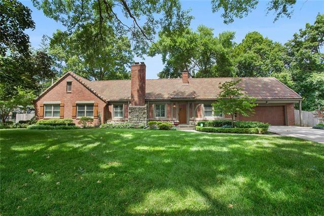 9614 Overbrook Road, Leawood, KS 66206 (#2172127) :: Team Real Estate
