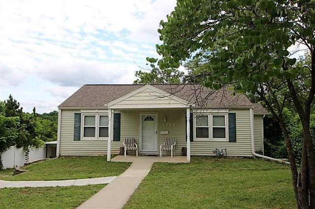 3129 Booth Avenue, Kansas City, MO 64129 (#2172449) :: Clemons Home Team/ReMax Innovations