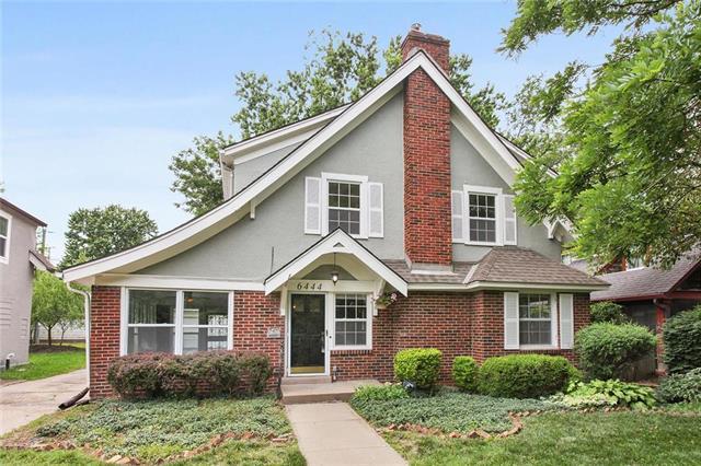 6444 Main Street, Kansas City, MO 64113 (#2172563) :: Eric Craig Real Estate Team