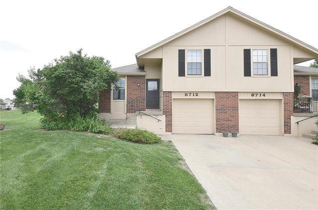 8712 N Chatham Avenue, Kansas City, MO 64154 (#2172683) :: Clemons Home Team/ReMax Innovations