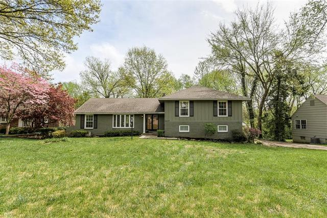 8117 Sagamore Road, Leawood, KS 66206 (#2172707) :: Team Real Estate