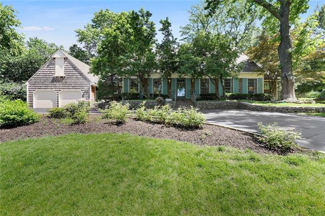 9009 High Drive, Leawood, KS 66206 (#2172816) :: Team Real Estate