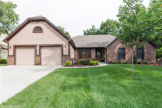 1400 E Sleepy Hollow Drive, Olathe, KS 66062 (#2172910) :: Team Real Estate