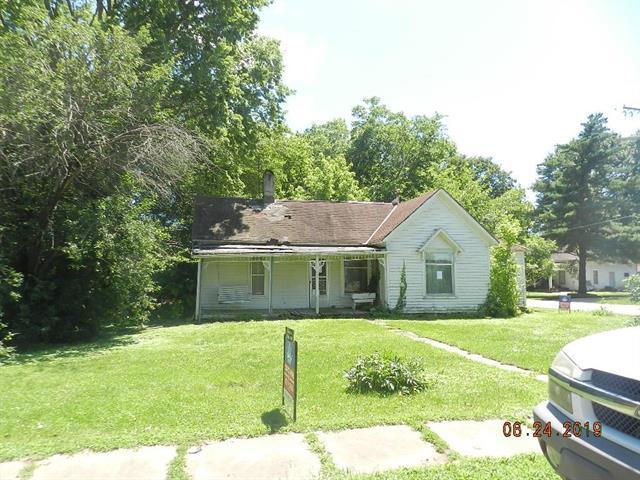 807 S 3rd Street, Louisburg, KS 66053 (#2173257) :: DHG Network