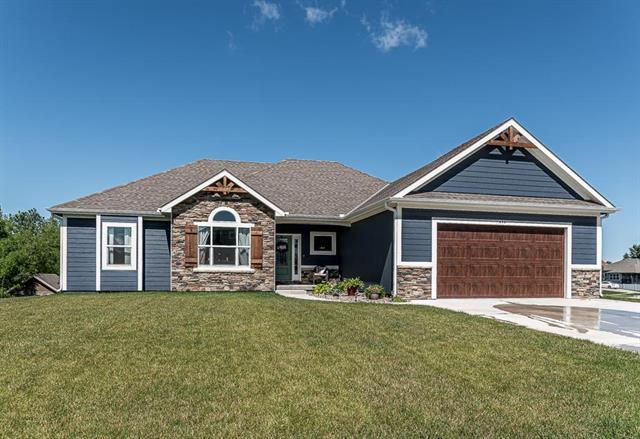 652 Shady Bend Drive, Tonganoxie, KS 66086 (#2173321) :: DHG Network