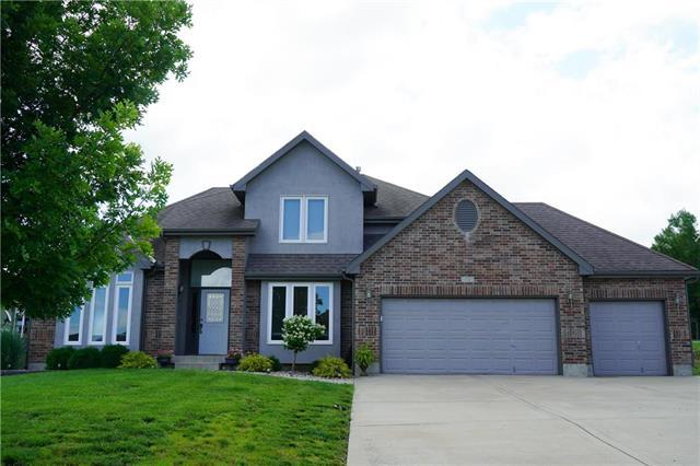 801 SW Cross Creek Drive, Grain Valley, MO 64029 (#2173322) :: House of Couse Group