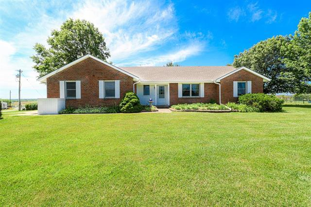 3815 W 255th Street, Louisburg, KS 66053 (#2173365) :: Kedish Realty Group at Keller Williams Realty