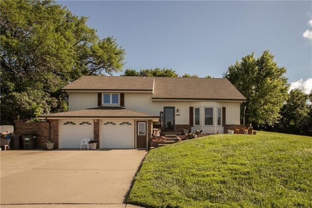 18619 Santa Fe Trail, Leavenworth, KS 66048 (#2173383) :: DHG Network