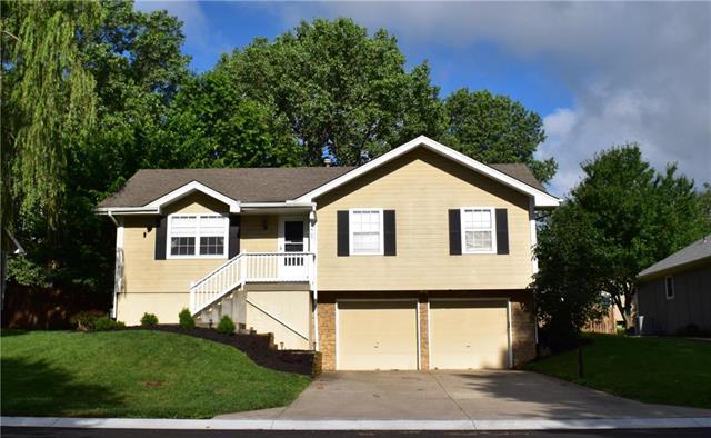 1208 NE Country Lane, Lee's Summit, MO 64086 (#2173404) :: Kansas City Homes