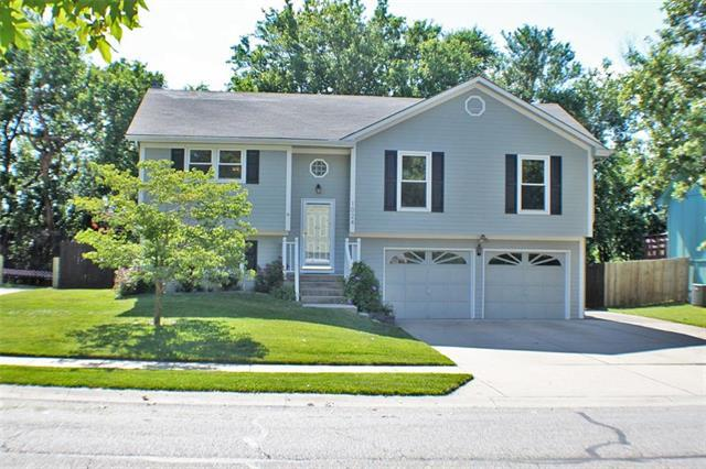 1024 NE Bristol Drive, Lee's Summit, MO 64086 (#2173409) :: House of Couse Group