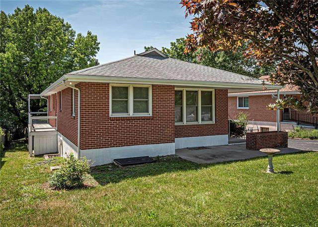 2708 Englewood Terrace, Independence, MO 64052 (#2173441) :: DHG Network