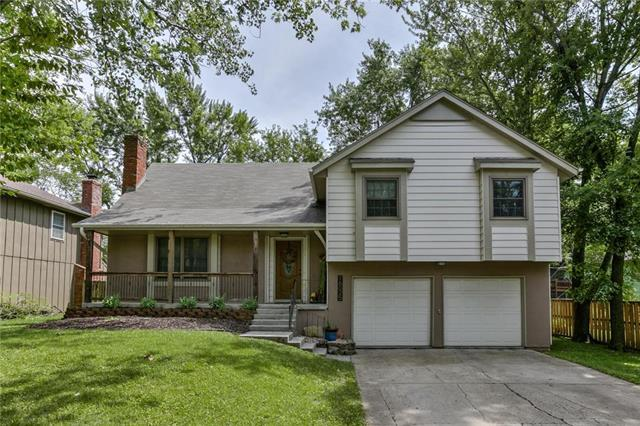 16025 W 151ST Terrace, Olathe, KS 66062 (#2173480) :: The Shannon Lyon Group - ReeceNichols