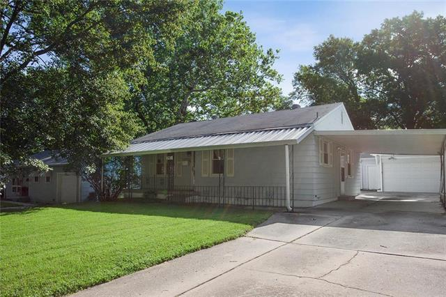2913 S Hedges Avenue, Independence, MO 64052 (#2173482) :: House of Couse Group