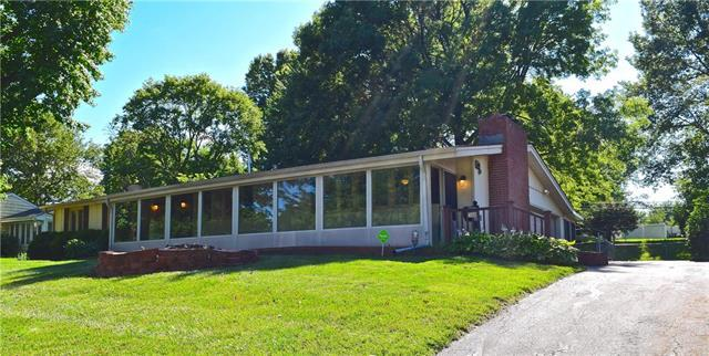 3320 S Norton Avenue, Independence, MO 64052 (#2173485) :: DHG Network