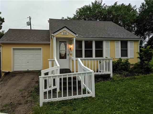 219 W 81ST Street, Kansas City, MO 64114 (#2173489) :: Dani Beyer Real Estate