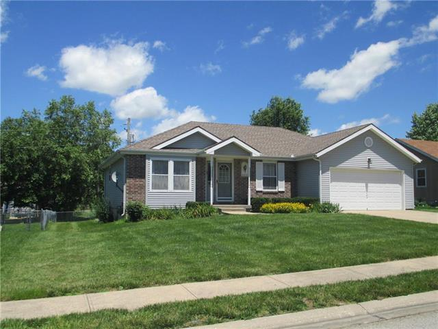 502 Oakwood Street, Harrisonville, MO 64701 (#2173496) :: DHG Network