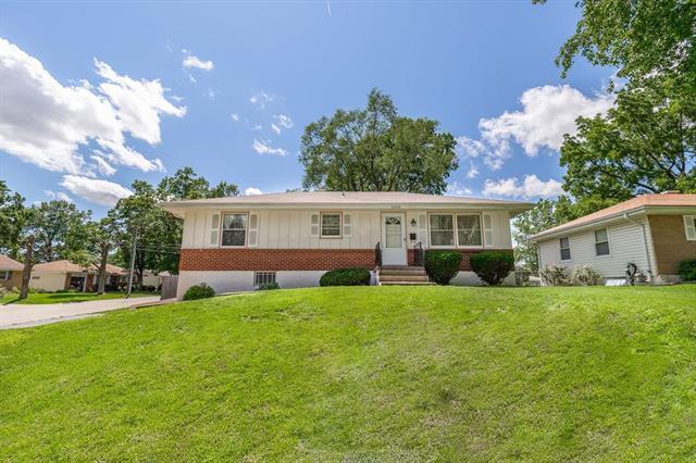 5000 N Michigan Avenue, Kansas City, MO 64118 (#2173596) :: Dani Beyer Real Estate